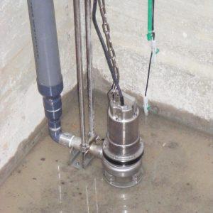 Einbau EP1 Tauchpumpe mit Kupplungsfuß und Füllstandssonden